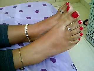 some the sexiest feet i have ever had .Indian honeys have uniquely sexiest feet ever! Divergent stuuf please rate or annotate her feet ,this mollycoddle will do greater amount depending on the response